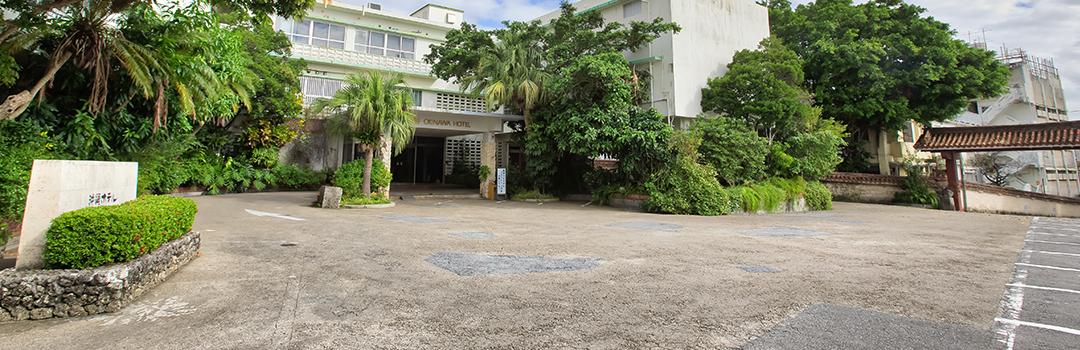 沖縄ホテル正面玄関前